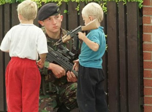 BelfastBritSoldierWithchildren