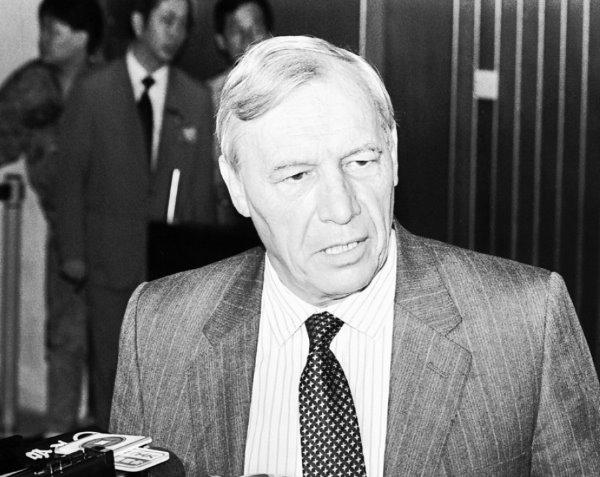 Ambassdor Sir Alan Donald